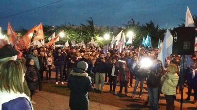 Multitudinaria concentración en Río Grande en repudio al 2×1 a genocidas