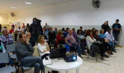 Viedma: Dirigentes de distintos partidos en la presentación del Plan Castello
