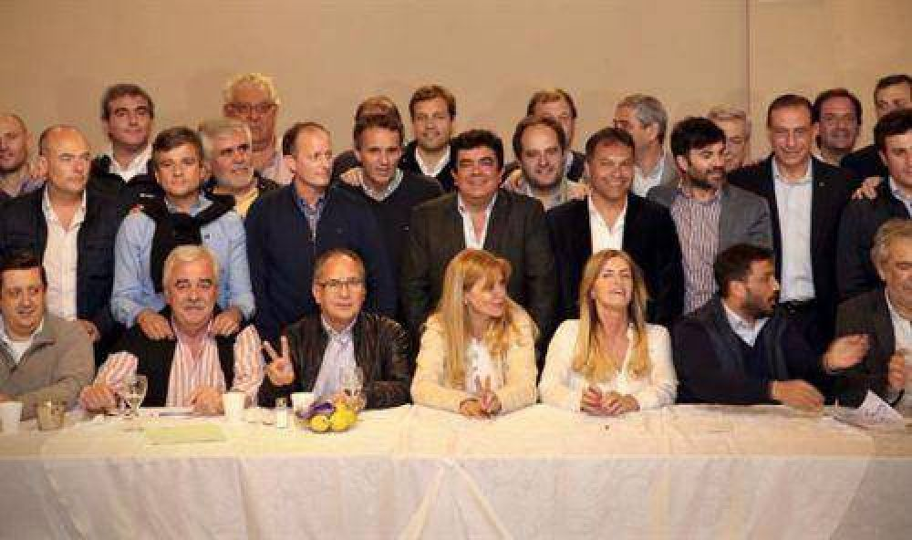Cumbre: intendentes y dirigentes peronistas avanzan en un