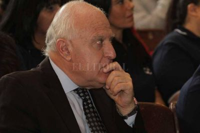 Lifschitz desafió a los senadores a que investiguen los últimos 35 años