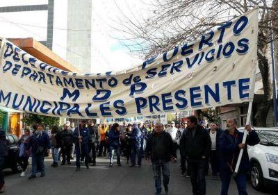 Los trabajadores municipales hicieron sentir su reclamo ante el despacho de Arroyo