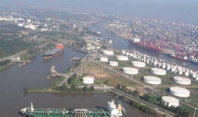 Cooperativistas cortaron el acceso al Polo Petroquímico por la falta de respuestas de ACUMAR