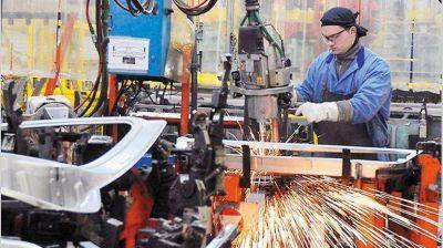 Pese a inflación, economistas creen que el BCRA debe ahora priorizar la actividad