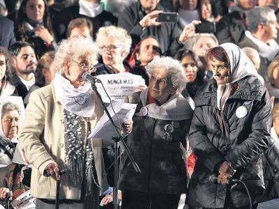"""""""El pueblo protesta y exige"""""""