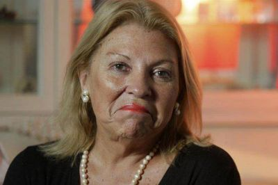 Carrió pidió domiciliaria para represores y juzgar a las organizaciones armadas