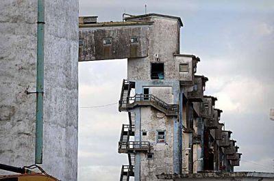 Apuran trámites para poder demoler los silos y reordenar la zona portuaria