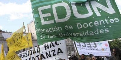 Después de una semana de paro, los docentes universitarios marchan al Ministerio de Educación