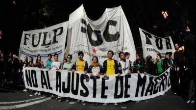 Docentes universitarios marcharon en reclamo de un 35% de aumento en negociaciones paritarias