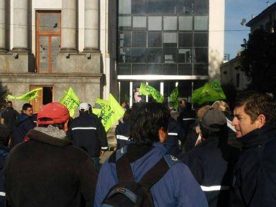 BALCARCE: Empleados de Intesar se manifestaron frente a la Municipalidad por falta de pago