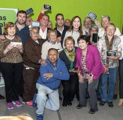 """Vidal visitó centro de jubilados de Morón que es sede del programa """"Postas Digitales"""""""