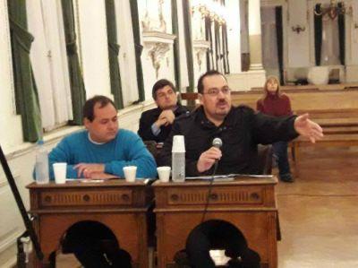 Con ásperos cruces, aprobaron el pedido de financiar veintiún casas para usurpados