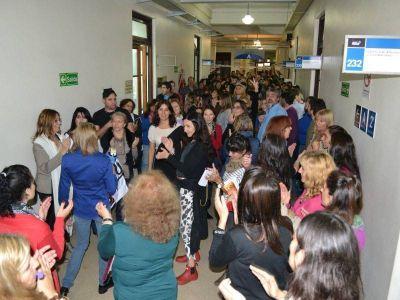 Trabajadoras de ARBA protestaron contra un recorte de bonificaciones por maternidad y embarazo