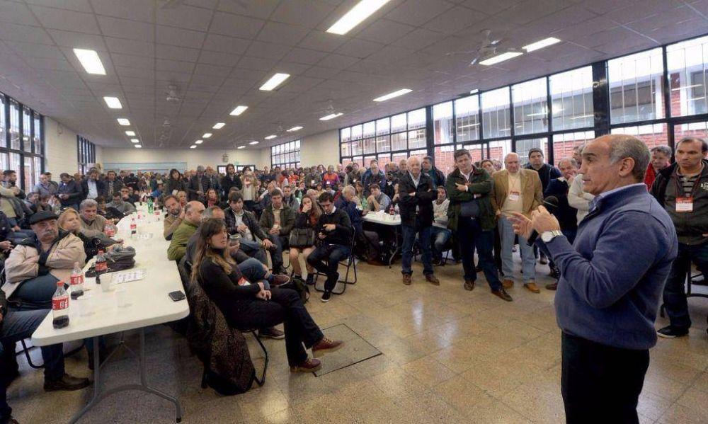 Sin candidatos propios ni rebeldías, la UCR bonaerense realizó su Convención