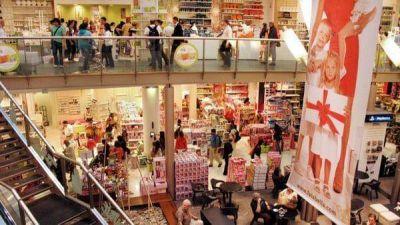 La nueva tesis oficial: el consumo no repunta