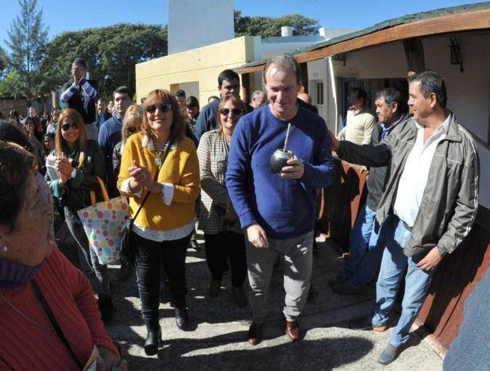 En Feliciano, Bordet anunció obras y recibió un petitorio de Agmer