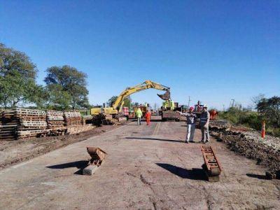 Corrientes: Retoman las tareas para instalar estructuras provisorias en el puente que cayó en la ruta 12