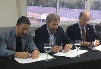Menéndez oficializó el traspaso de Merlo a la órbita de AySA