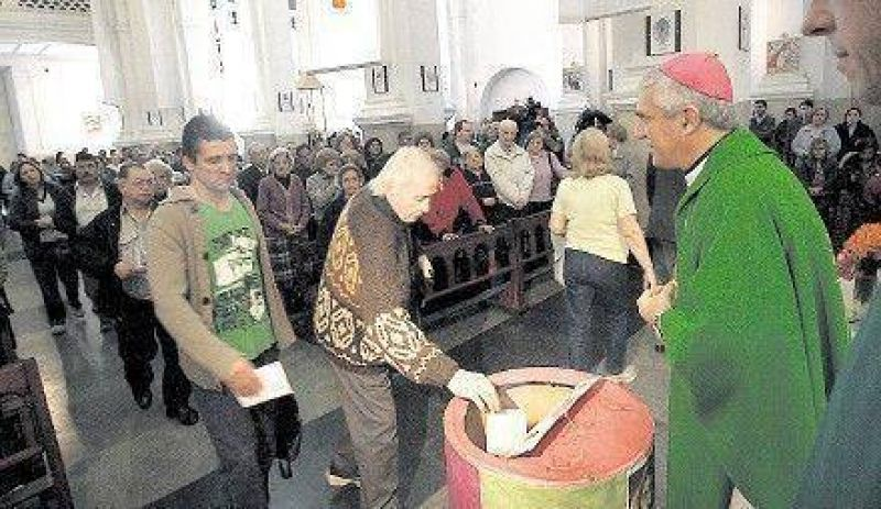 La Iglesia pidi� mejorar los aportes en M�s por Menos