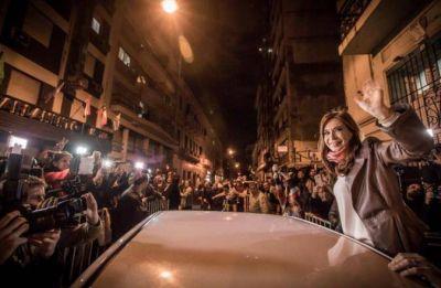 Cristina reunió a 20 intendentes y no descartó ser candidata