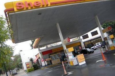 Aranguren confirmó que en junio se ajustará el precio del combustible y en noviembre de la luz