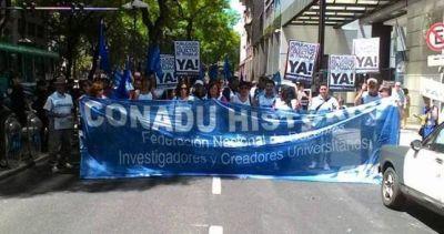 Sin paritarias, el lunes vuelven a parar los docentes universitarios
