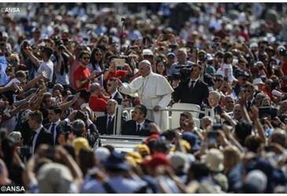 """El Papa en la catequesis: """"Jesús camina siempre junto a nosotros para darnos esperanza"""""""