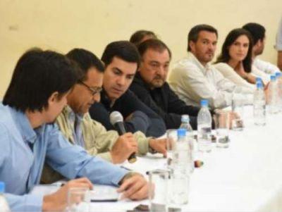 Urtubey encabezó reunión de gabinete en Orán y prometió reforzar el sistema de salud