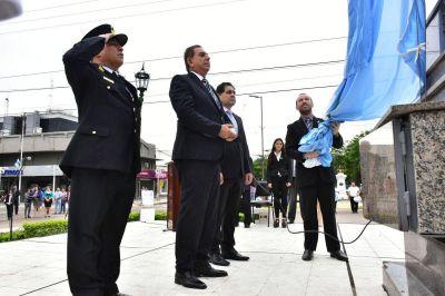 Jofré presidió un emotivo acto en el mástil municipal de la ciudad