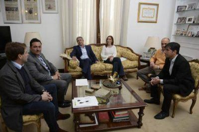 El intendente de Carlos Tejedor, Raúl Sala, se reunió por espacio de una hora con la gobernadora Vidal