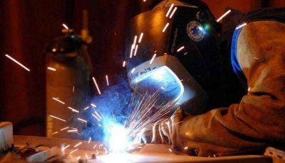 La industria retrocedió otro 2,3% y acumula 15 meses consecutivos de caídas