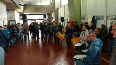 El Suoem vuelven a protestar al hall central de la Municipalidad de Córdoba