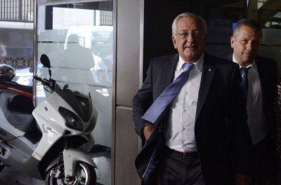 Piden detener al ex gobernador de Jujuy Eduardo Fellner Piden detener al ex gobernador de Jujuy Eduardo Fellner