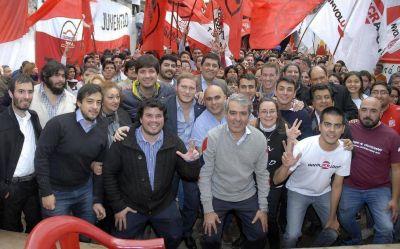 Cano lanzó su precandidatura y reclamó unidad a la oposición