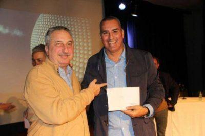 Passalacqua entregó fondos destinados al sector salud y obras viales