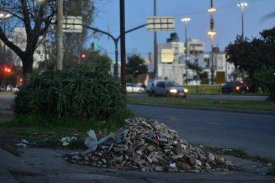 Los basurales con escombros, una postal que se expande en la Ciudad