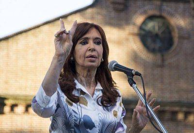 Cristina se reúne con intendentes para definir la estrategia electoral