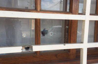 Dispararon 33 balazos contra la casa de un sindicalista platense