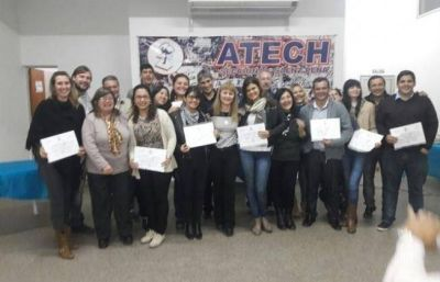 Atech entregó títulos a docentes en Sáenz Peña