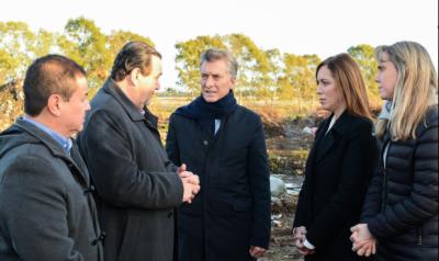 Macri y Vidal recorrieron obras de saneamiento en un basural de San Vicente