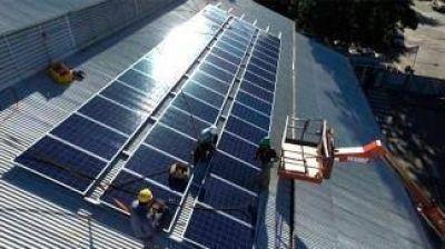 Se inauguraron dos paneles fotovoltaicos que producirán energía eléctrica