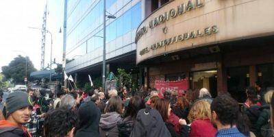 Luego de una multitudinaria asamblea, cuarto intermedio en el conflicto por despidos en el INCAA