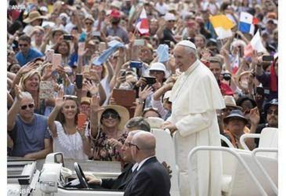 """El Papa en la catequesis: """"Dios es Padre, que nos mira con amor y no nos abandona jamás"""""""
