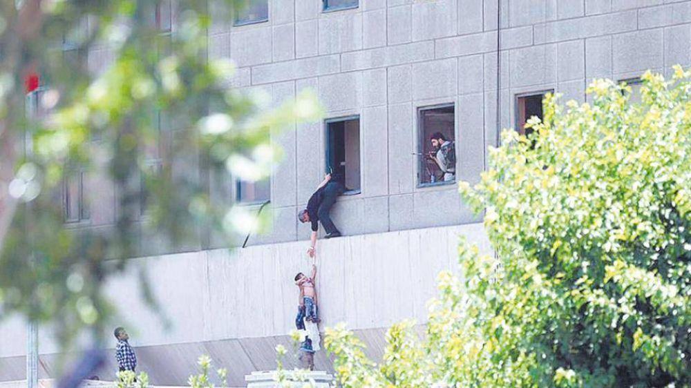 Dos ataques de EI golpean Teherán