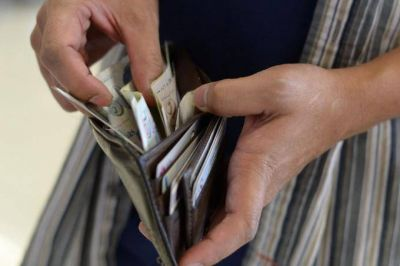 Según un estudio, los trabajadores en blanco recuperarían 2% el poder adquisitivo de su salario