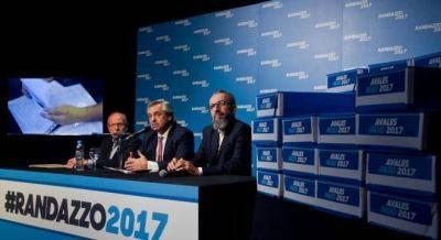 Alberto Fernández cerró en Capital con La Cámpora