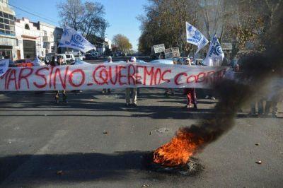 Más de 60 trabajadores resisten el cierre de una harinera