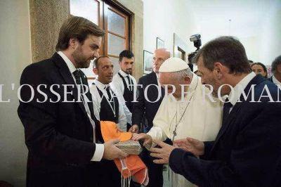 El ladrillo fabricado en Entre Ríos que bendijo el Papa