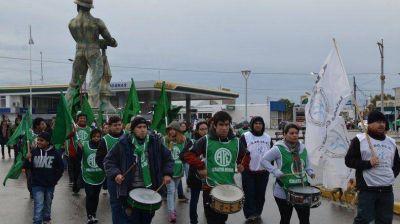 Múltiples protestas bajo lluvia en Caleta