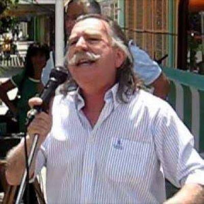 Vázquez va a las PASO con Izquierda al Frente por el Socialismo