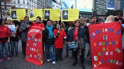 Personas con discapacidad reclamaron el reintegro de pensiones en el Obelisco